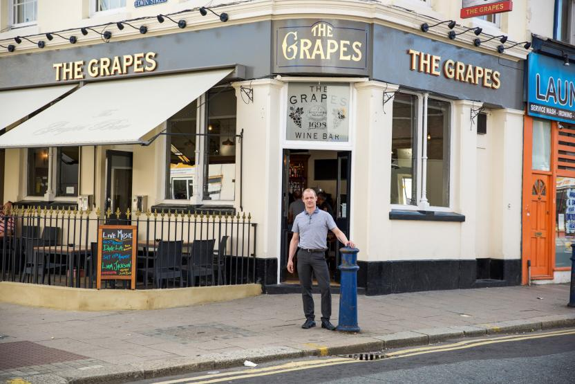 The Grapes Gravesend External